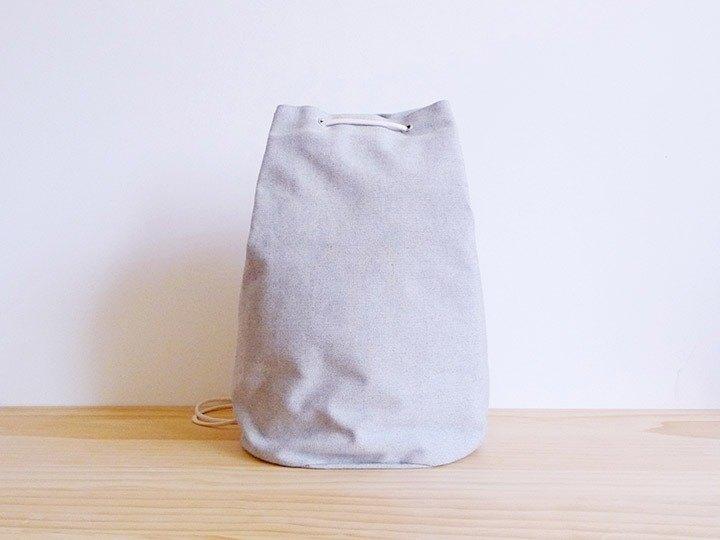 米白灰色帆布中型水手桶(圓)型束口肩後背包