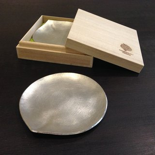 Drop-shaped tin silver small saucer ~ Hand made poetry HANDICRAFT POEMS allows you to enjoy the refined refreshments, experience the beauty of metal craft!