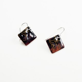 Chinese wind pattern gold enamel earrings (black)