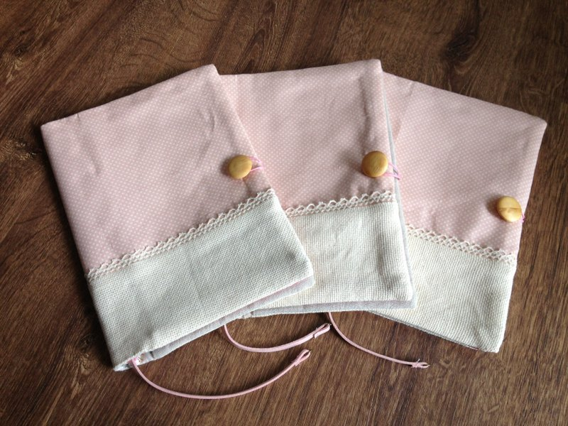 粉嫩點點純棉白蕾絲書衣套