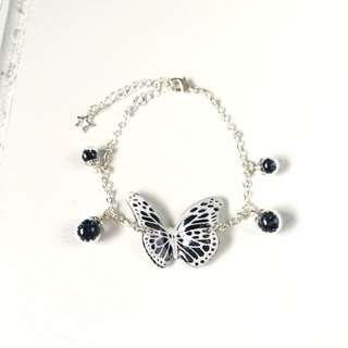* Haku‧Neko * White pattern black hand-painted butterfly flashing glass ball bracelet