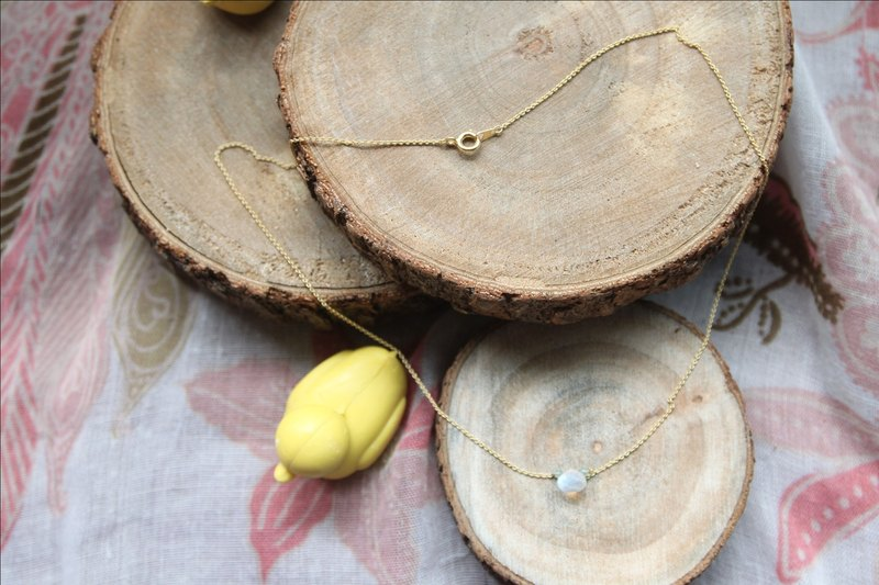 Simple style super beautiful quality natural fat blue teardrop-shaped stone with a full moon through gold-plated necklace of blue beads Monique