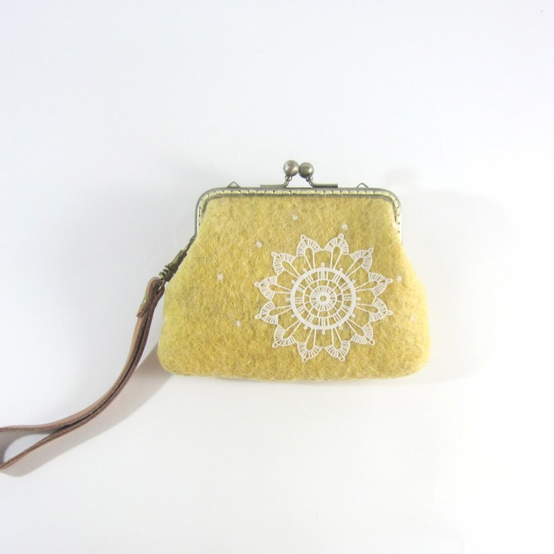 Wool felt lace mouth gold package │ orange yellow No.7 Picks wool. Handmade. birthday present. Exquisite purse