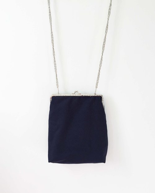 Wahr_blue canvas clasp frame bag/with chain/ cosmetic bag / shoulder bag / small objects package / portable package