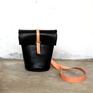 12. The hand-stitched leather drum shoulder bag / backpack side (with a strap)