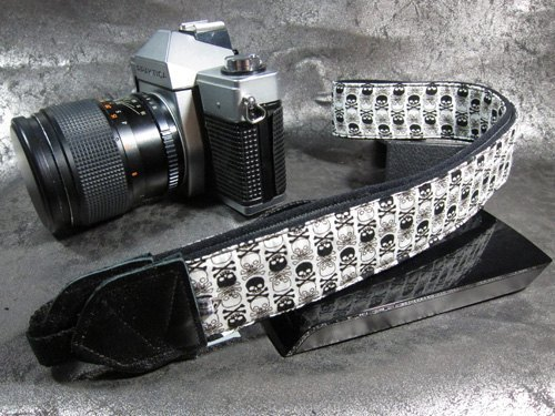 """ skeleton skull head "" decompression strap camera strap 乌克丽丽吉 his push bike Camera Strap"