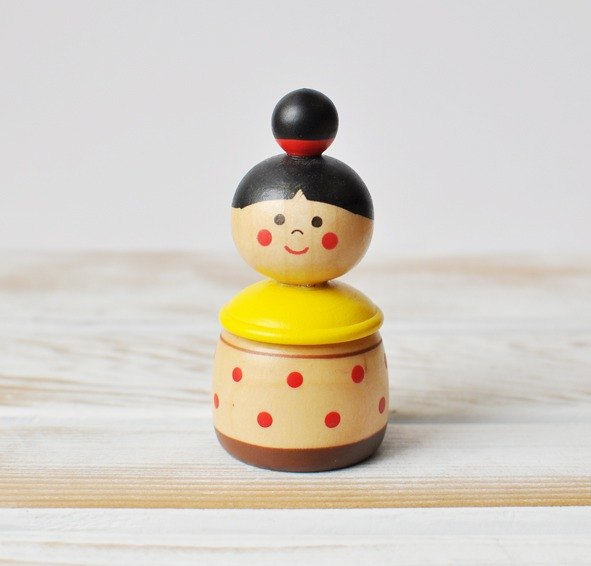[Japan] Decole wooden storage box of small objects / child deciduous box (ball head little girl modeling)