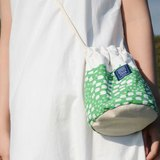 :: :: Dorsal bucket bag bangs tree on a green background _ small sheep (Limited Tokyo paragraph)