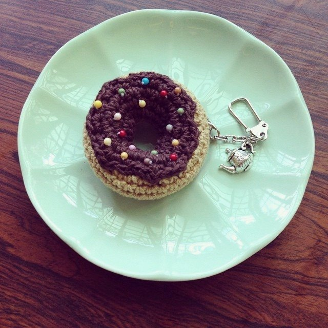 Dolce key ring chocolate icing and color bean