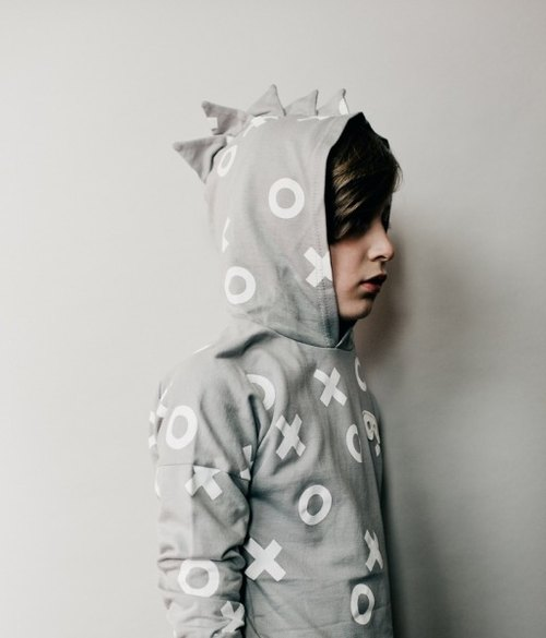 2015 Spring Beau loves modeling gray hooded jacket XO