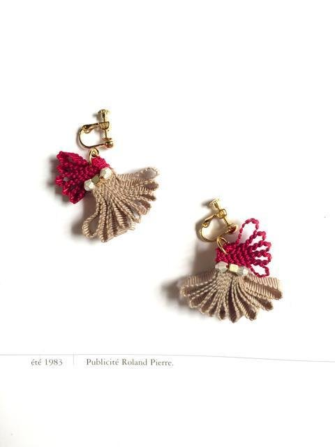 Hanehana earrings Beige × Red