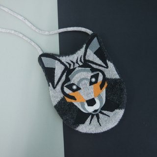 Wolf knitted card holder
