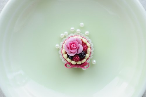 Sweet Dream ☆ Charlotte cake phone dust plug - Gem Berry Rose