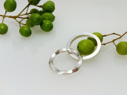 / Jun-jun / sterling silver ring hand-minimalist