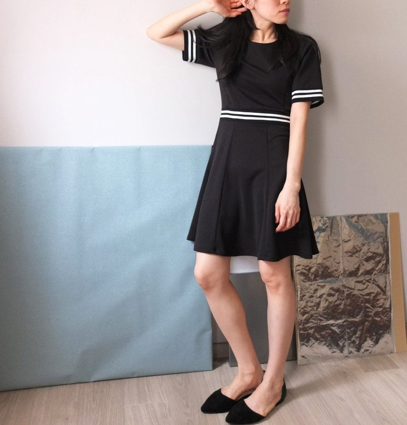 Minimalist black and white waist dress (S code clearing)
