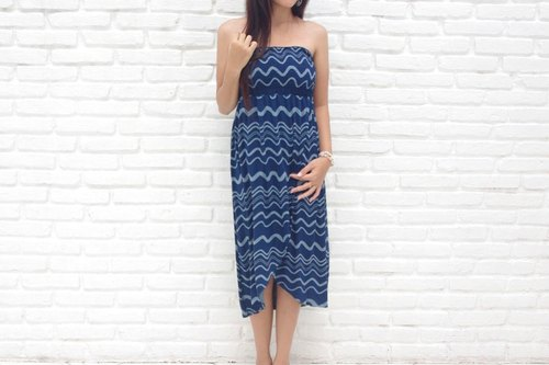 Bali departure! 2015 Resort Fashion New! Wave print tube top dress <navy>