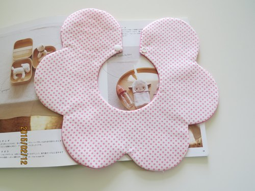 Light blue dots / pink dot (bibs + pacifier clip)