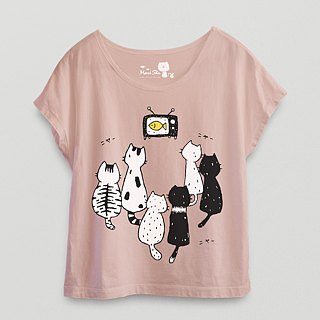 *Mori Shu*Cat watching TV short sleeve T-shirt (pink lotus color subscript area)