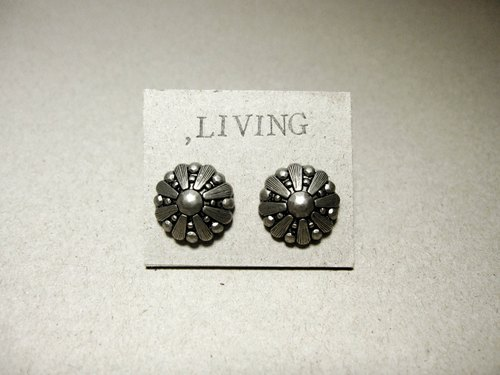 Iron Maiden _ earrings [needle]