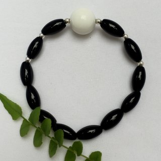 BR0336 - own design and manufacture of natural gems - white clam / Black Onyx / Silver 925 bracelet