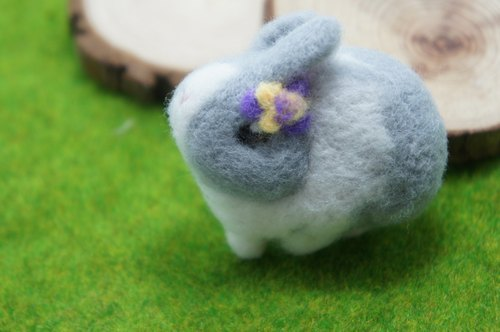 Wool felt tricolor flower rabbit rabbit pin brooch custom