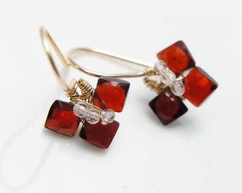 Flower earrings 14kgf of garnet