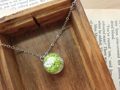 Forest green small glass balls short necklace