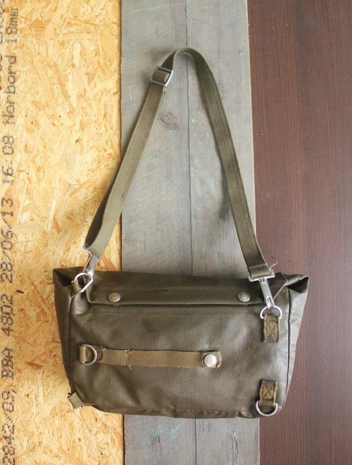 EARTH.er :: Vintage Series :: │ seventies Swiss gas mask bags ● 70's Mask Bag made in Swiss│