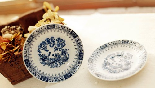Good day [fetish] Japanese ancient pieces of hand-painted pottery plate