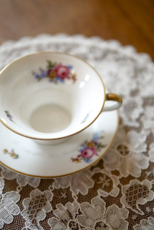 Bone china mugs {Vintage / Retro}