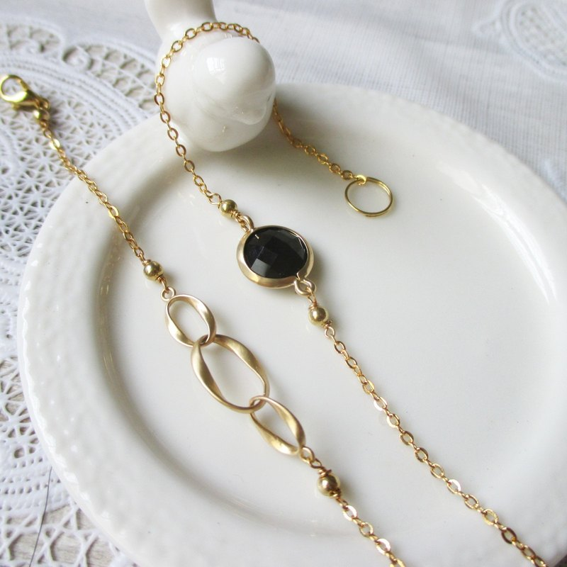 [Summertime little gem. Black Diamond color] Retro vintage. 14k gold-plated brass fine chain.
