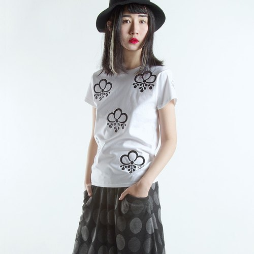 Ancient flower pattern white T-shirt T-Shirt - imakokoni