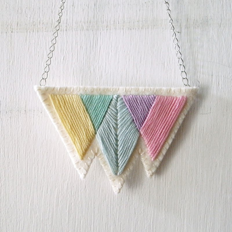 Simple window, glass embroidery, non-woven necklace