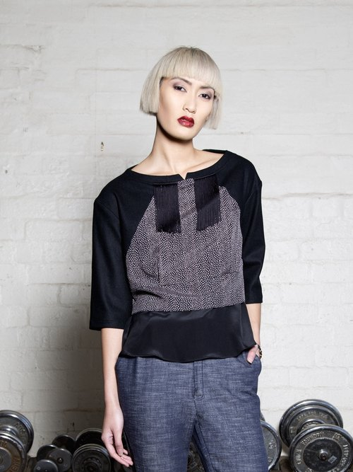 GREY/BLACK PRINTED TOP WITH FRINGE TRIM