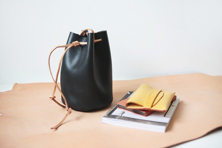 Volcanic black bucket bag trumpet