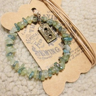 Cassette tape with apatite + prehnite irregular gravel circle pendant rope attached to the neck, only a brown line