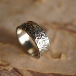【janvierMade】Delicate Hammered Memory Sterling Silver Ring / Contemporary Memory Ring / 925 Sterling Silver Handmade