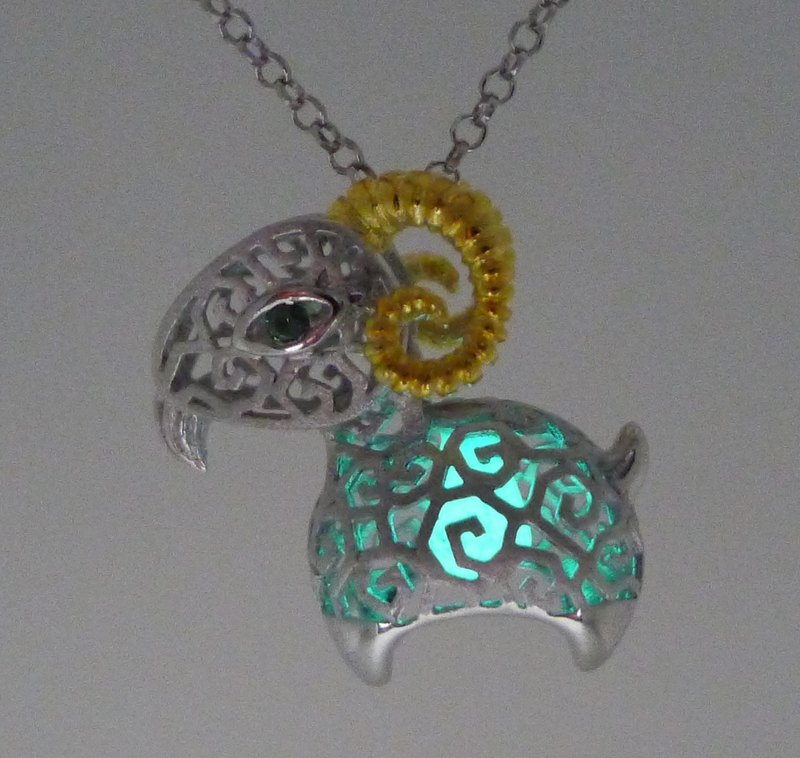 HK091~ 925 Silver Goat Shaped Lantern Pendant With 18 inches Silver Necklace