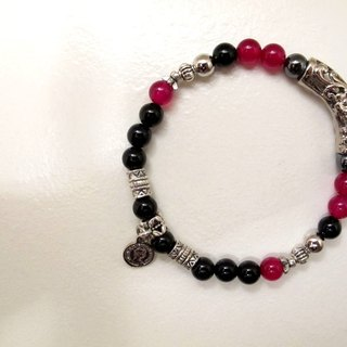 Great and small hands for the ore bracelet
