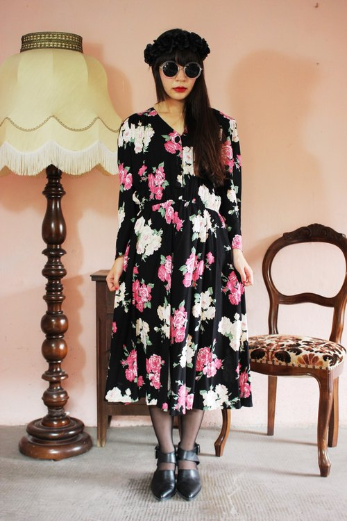 F1191 [American-made bids] (Vintage) black with pink flowers cotton long-sleeved white vintage dress (Made in US)
