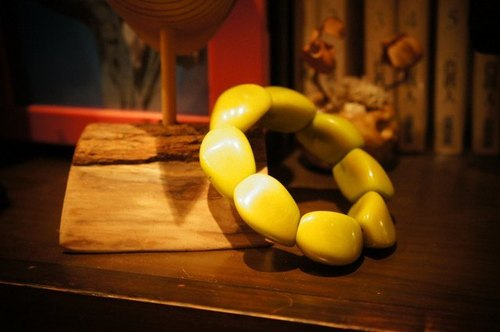 Vista [knowledge], South America, Tagua fruit ivory bracelet - type water chestnut, lemon