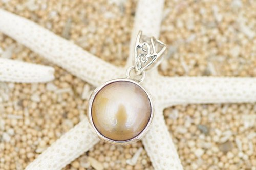 Mabe pearl pendant <Brown>