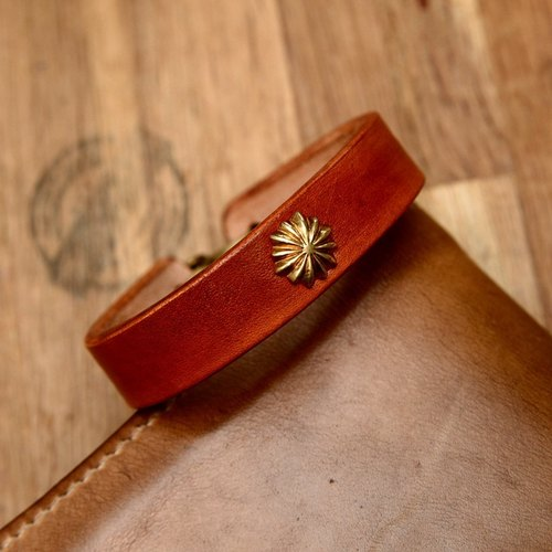 Handmade brass buckle greasy cans vegetable tanned leather Vintage handmade saddle leather bracelet bracelet custom daisy nails