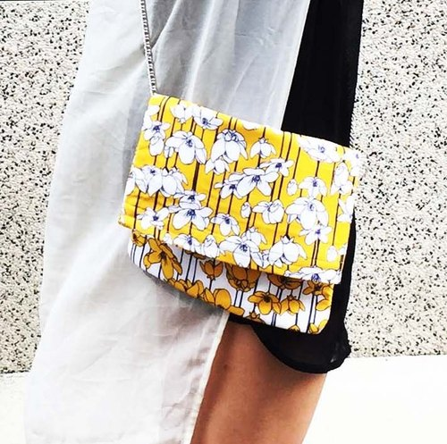 Wahr_ yellow flowers  clutch / chain bag / shoulder bag/with chain