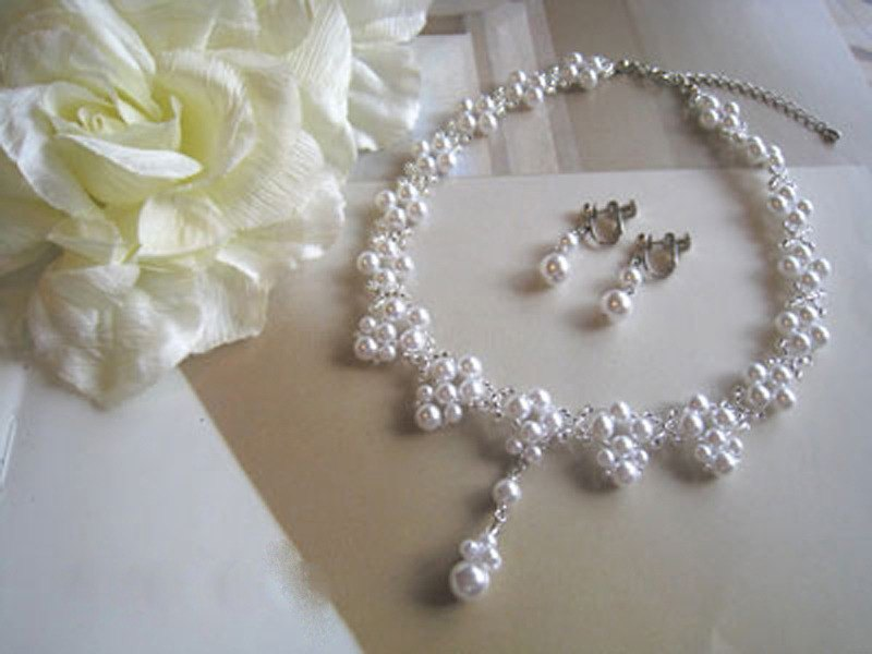 Silky Pearl Choker & Earrings / EA : White