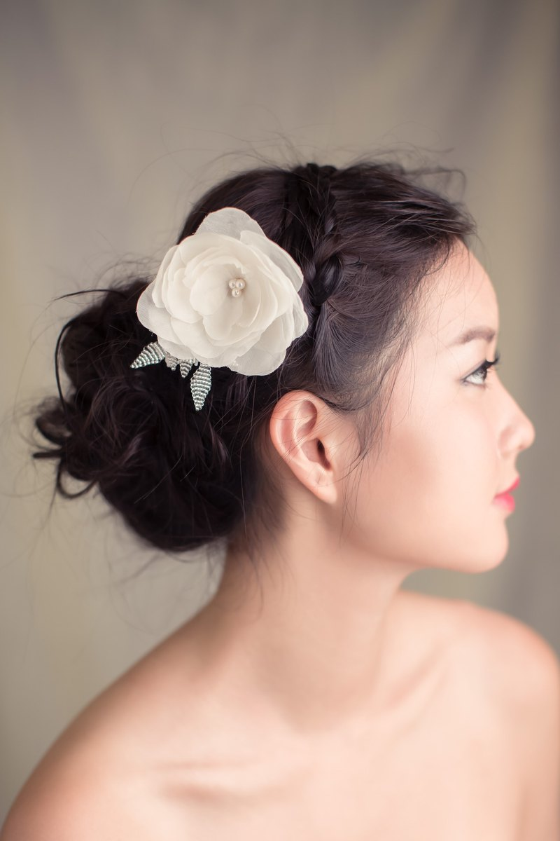 """Being of Love"" little milky tea flower headdress / Bridal Fa simple ornaments / silk handmade flowers"