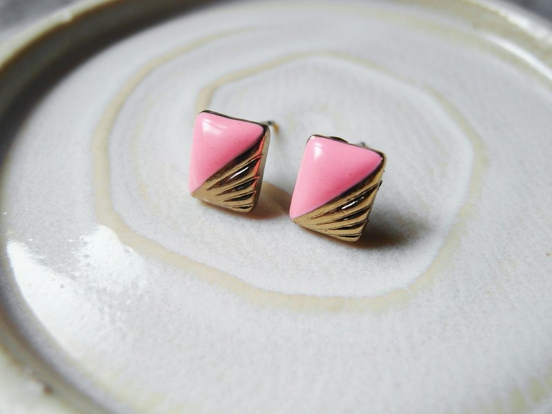 Time Travel vintage reserve pin earrings【A touch of pink】