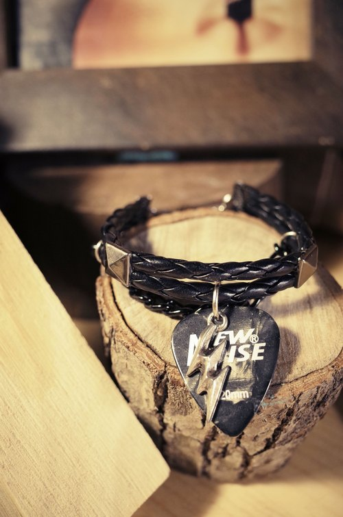 NEW NOISE -  DOUBLE STRAP STUD PICK BRACELET