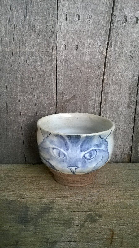 Painted blue and white cat staring ˙ ˙ focus grip handle cup
