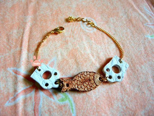 Little Polar Bear Bracelet - have both fish and bear's paw ...!?